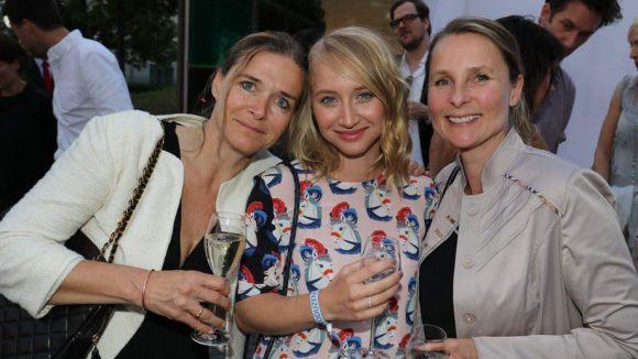 Gleich mit zwei Agentinnen zeigte sich Schauspielerin Anna-Maria Mühe: links Claudia Fitz, rechts Ulla Skoglund.