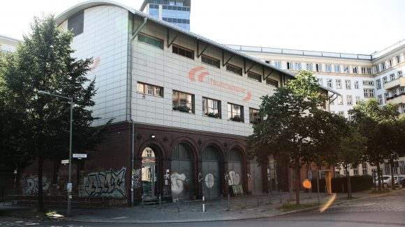 Die Alte Feuerwache ist ein Kulturhaus in Berlin-Friedrichshain. Hier finden unter anderem Lesungen und Ausstellungen statt.