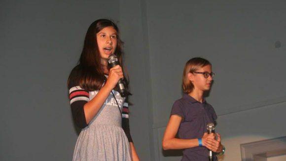 Bei der Abschlussveranstaltung in der Schulaula stellten die Schülerinnen und Schüler ihre Arbeit vor.