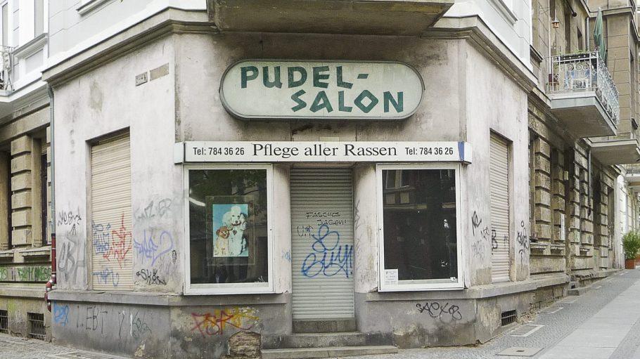Der Pudel-Salon in Schönerberg ist einer der Motive, die für den rasant fortschreitenden Prozess der Verdrängung in Berlin stehen.