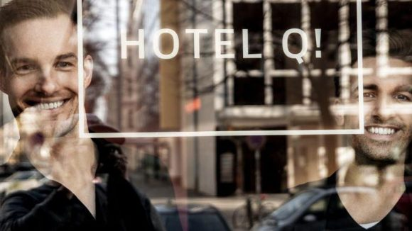Q! Hotel-Manager Michael Schön (l.) und Kian Shams-Dolatabadi
