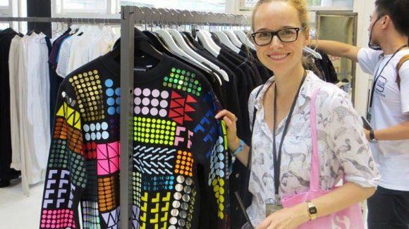 Redakteurin Tina mit einem Pullover von Starstyling, einem 2002 gegründeten Berliner Label mit eigenem Laden in der Mulackstraße. Wer auffallen will, findet hier definitiv etwas Passendes!