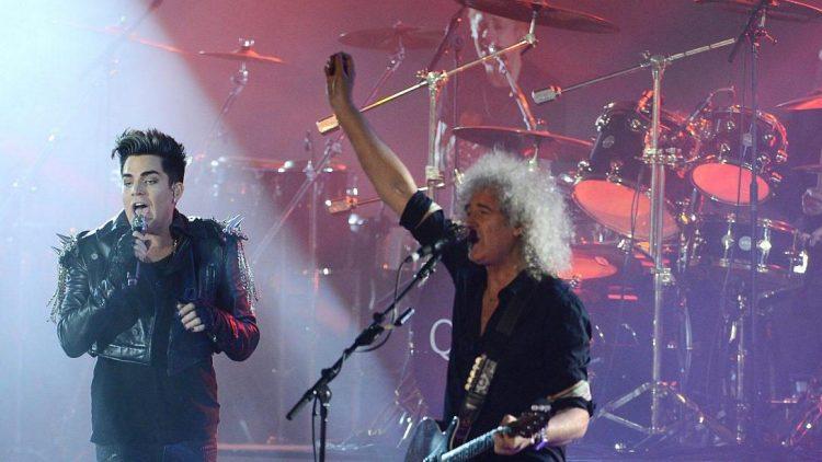 Adam Lambert und Queen-Gitarrist Brian May bei einem Konzert in Kiew.