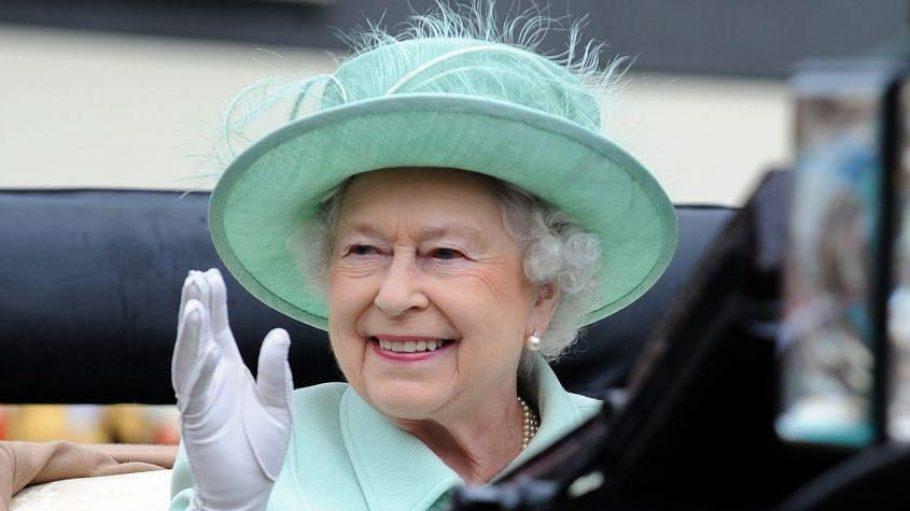 Royaler Besuch in der Hauptstadt: Die Queen kommt! Wir hoffen du hast geübt dich zu verbeugen, hast schwarzen Tee auf Vorrat gekauft und einen eleganten Hut aus dem Schrank gekramt!