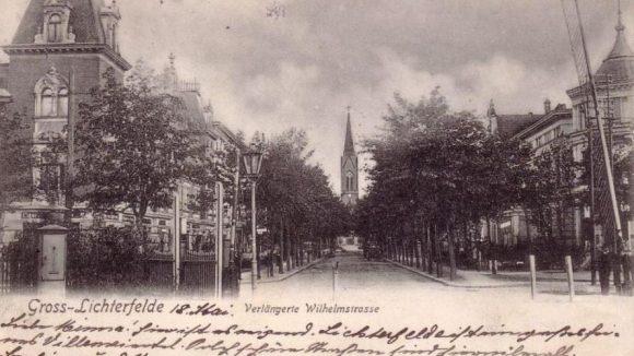 Querung der Bahnlinie zum Oberhofer Weg, damals noch mit Schranke, ca. 1905.