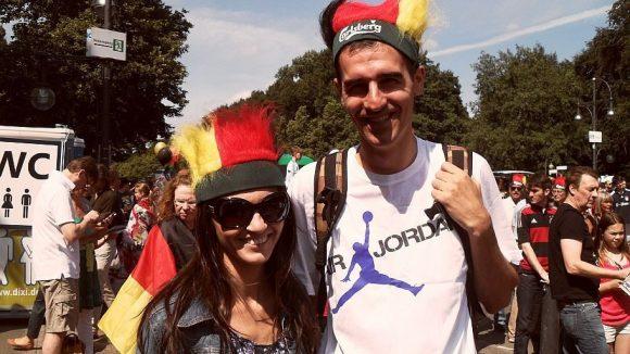 Auch Radu und Adina aus Rumänien feiern mit.
