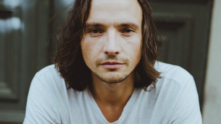 Der Schauspieler Ralph Kretschmar ist in Berlin aufgewachsen und wohnt in Friedrichshain.