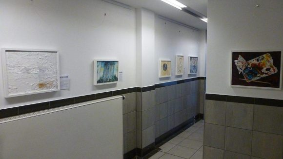 Die 'Nonsens-Kunst' von Geert Marschlich: Rechts ein Bild übers Malen; das zweite Bild von links stellt die Erstbesteigung der Berliner Müggelberge dar.
