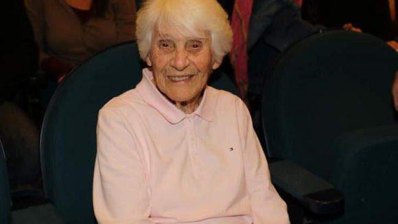 Die 102-jährige Hauptdarstelleringilt als Begründerin der Neugeborenenheilkunde in der DDR, lebt in Berlin-Pankow und verteidigt heute, Mittwoch, den 17.6.2015 ihre Doktorarbeit.Die hatte sie Mitte der dreißiger Jahre in Hamburg eingereicht, aber erfolglos, weil ihre Mutter Jüdin war.