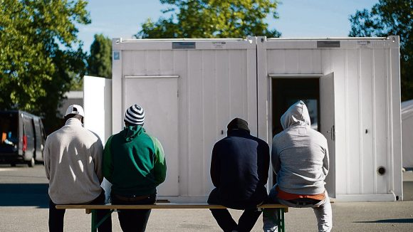 Raus aus der Kälte. Für viele Flüchtlinge werden jetzt neue Heime gebaut.