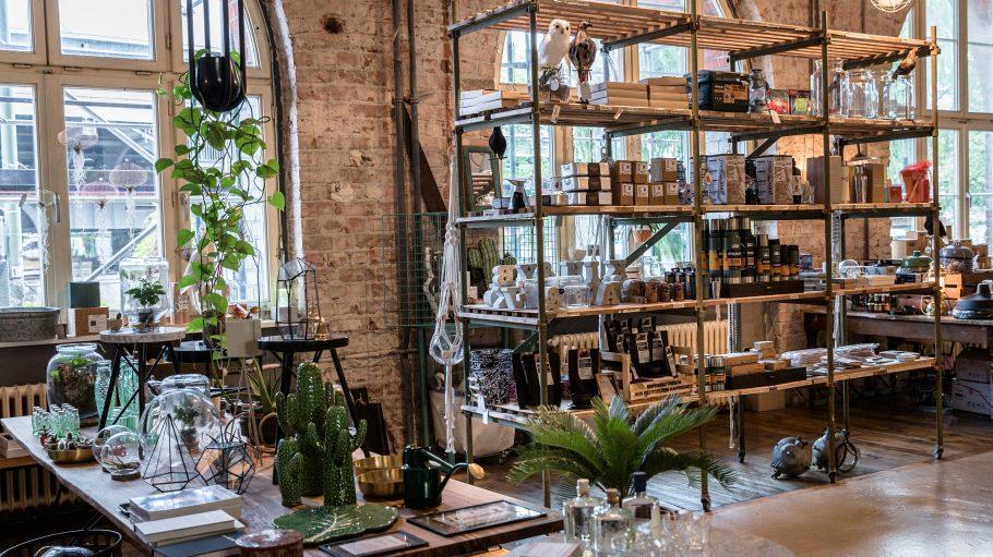 Von Blumentopf bis Parfum: In Concept Stores wie dem Halleschen Haus kannst du viele Produkte erstöbern und shoppen.