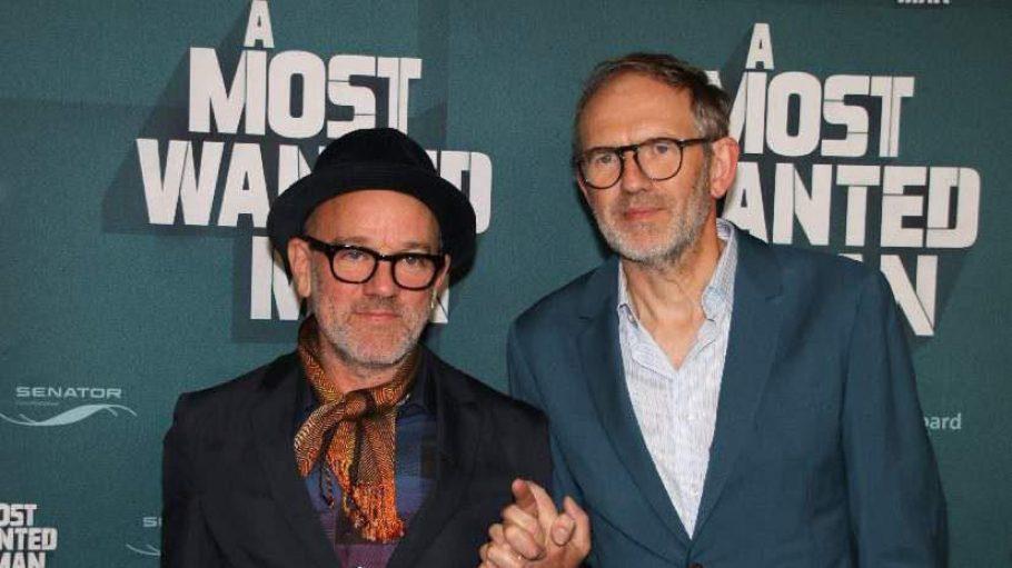 """""""A Most Wanted Man"""" war Philip Seymour Hoffmans letzter Kinofilm. Er starb im Februar 2014 an einer Überdosis Heroin. Zur Deutschlandpremiere des Streifens kam Regisseur Anton Corbijn (l.) zusammen mit REM-Frontmann Michael Stipe in die Astor Film Lounge."""