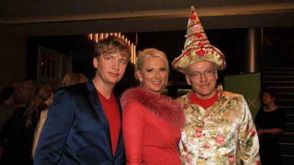 Und noch mal drei auf einen Blick: Regisseur Rosa von Praunheim (r.) mit seinem Lebensgefährten Oliver Sechting und Désirée Nick.