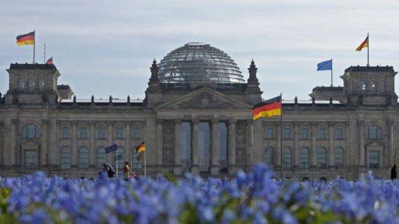 Der Reichstag, Sitz des Deutschen Bundestages, ist besonders schön im Frühling.