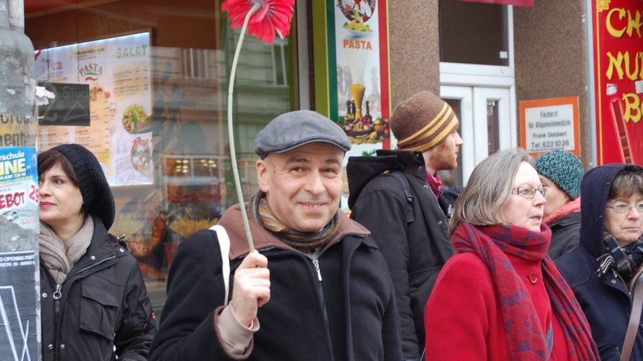 Reinhold Steinle (58) bietet seit neun Jahren Stadführungen durch Neukölln an.