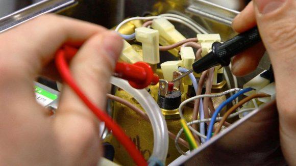 In Repair-Cafés werden beispielsweise Elektrogeräte instandgesetzt.