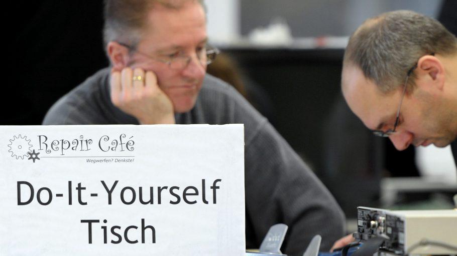 Repair Cafés sind in ganz Deutschland ein voller Erfolg, wie hier in Köln zu sehen ist.