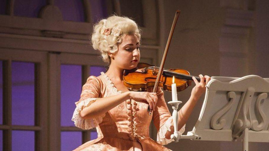 """Bei den Residenz Konzerten - hier """"Viva Passionata"""" - sind die MusikerInnen barock gekleidet."""