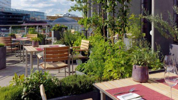 Die Restaurant-Terrasse im Sommer.