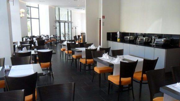 Zu jeder Tageszeit einladend: Das Restaurant PauLily im Erdgeschoss.