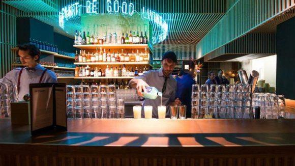 Die Bar mit futuristischer Ausstrahlung.
