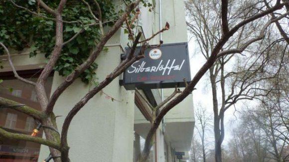 Hier werden deutsche Klassiker serviert - auf der Tages- und Wochenkarte stehen mitteleuopäische Gerichte mit internationalem Einschlag.