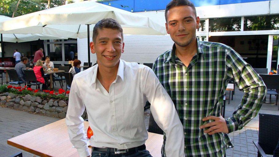Die jungen Betreiber des modernen Vereinsheims: Jan Ozeir (links) und Sami El-Benni.