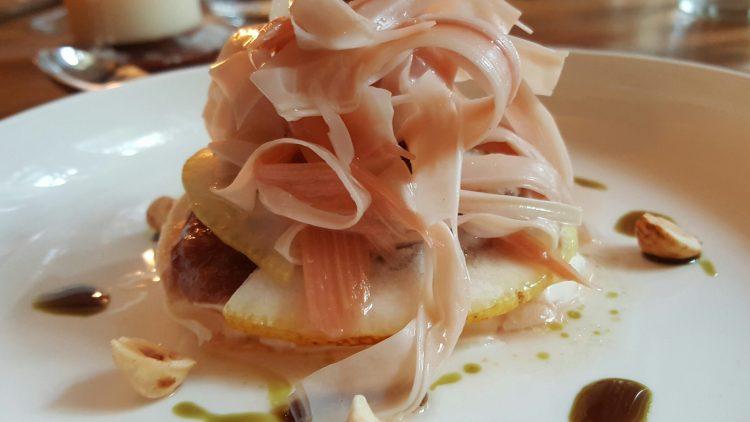 So schön können Büffelmozzarella, Amalfi-Zitrone, Rhababer und Haselnusscreme aussehen.