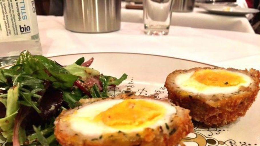 Die Scotch Eggs im Richwater & Mitchell haben es Gerlinde Jänicke besonders angetan.