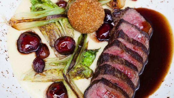 Das solltest du dir auf der Zunge zergehen lassen: Dry aged Roastbeef vom Simmentaler Rind.