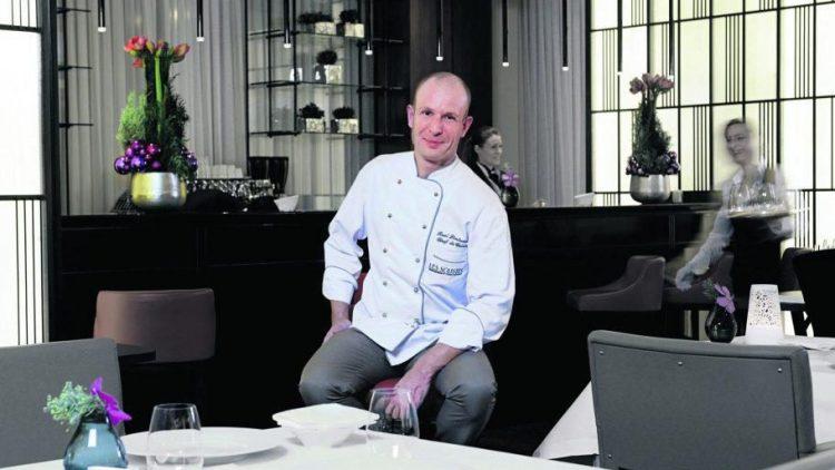 Schnelle Soße. Seit Januar 2013 ist Roel Lintermans Chefkoch im Restaurant Les Solistes by Pierre Gagnaire im Waldorf Astoria an der Hardenbergstraße.