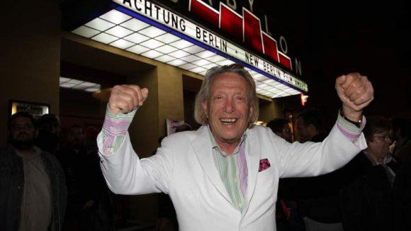 """Rolf Eden freute sich am 20. April, ebenfalls vor dem Babylon Kino, über die Premiere des Films """"Dragan Wende - West Berlin""""."""