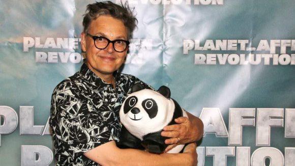 """Der tierliebe Rolfe (bekannt v.a. aus """"GNTM"""") durfte natürlich auch nicht fehlen, hier mit dem WWF-Panda."""