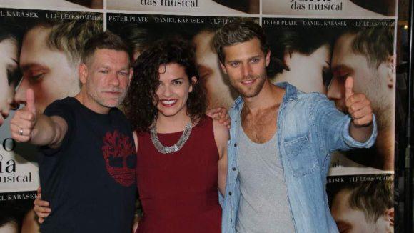 Peter Plate mit den beiden Hauptdarstellern Fabian Buch und Maxine Kazis. Das Musical wird am 16. August in Kiel uraufgeführt.