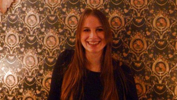 Selina Maluche ist in Tempelhof aufgewachsen, Schauspielerin, Sängerin und Besitzerin der Bar in Kreuzberg.