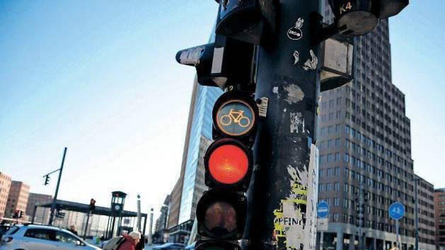 """Große Innenstadtkreuzungen eignen sich nicht für den """"Idaho-Stop"""". Aber vielleicht für einen Radfahrer-Grünpfeil? Grüne und Teile der SPD sind dafür."""