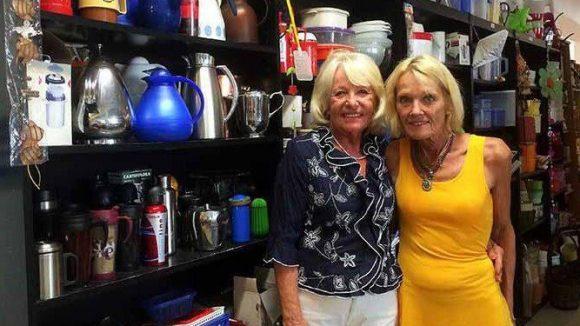 Marion Herzog und Connie Ehlers, zwei der ehrenamtlichen Helferinnen im Rumpalbasar.