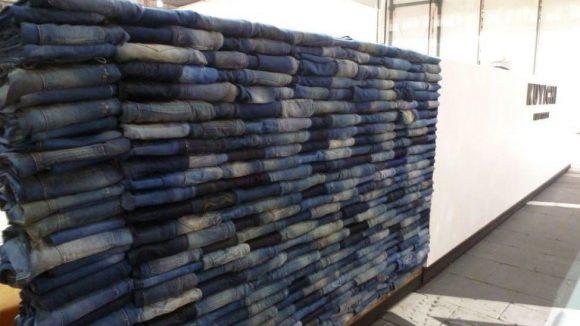 Denim ist natürlich ein ganz großes Thema, hier Exemplare der sehr angesagten Marke Kuyichi. Die Niederländer stellen ihre Jeans aus ökologisch angebauter Baumwolle her.