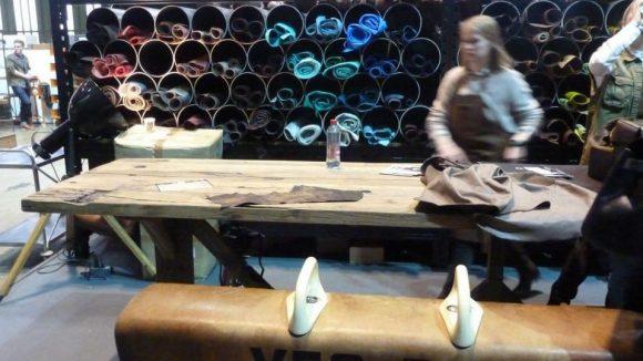 Der Schwerpunkt lag an vielen Ständen auf dem Handwerk wie in guten alten Zeiten – wie im Open Circle Lab der dänischen Schuhmarke Ecco.