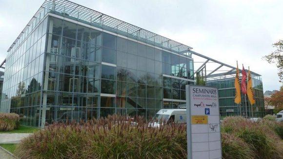 Etwas fehl am Platze wirkt das moderne Seminaris Campushotel der FU.
