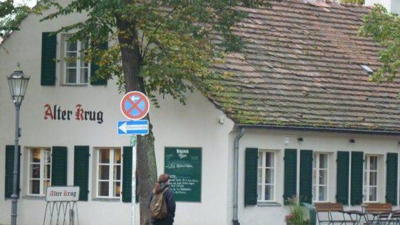 """Viele alte Gebäude prägen das Bild. Der """"Alte Krug"""" ist schon seit dem frühen 19. Jahrhundert ein Wirtshaus."""