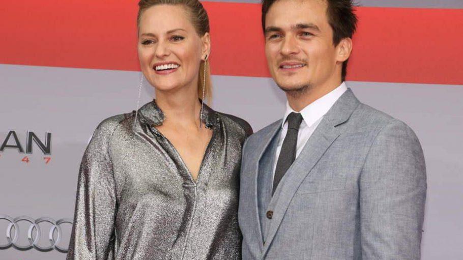 HauptdarstellerRupert Friend bekam für die Premiere von seinem derzeitigen Homeland-Dreh frei. Im Schlepptau hatte er Freundin Aimee Mullins.
