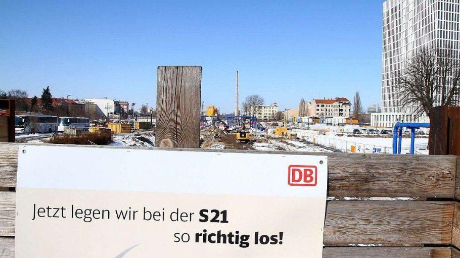 Wühlen in der Baugrube. Wenn in Berlin eine S-Bahn gebaut wird, gehen die Kosten nicht gerade in den Keller. So ist es auch am Hauptbahnhof.