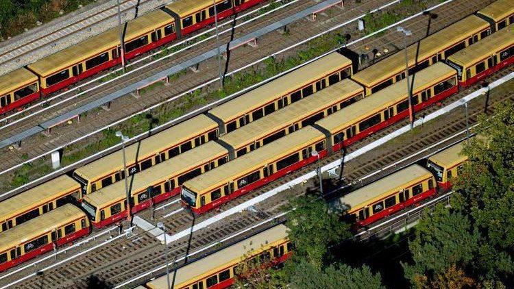 Gut geparkt - sämtliche S-Bahnen stehen seit heute Morgen mit Start des GDL-Streiks still ...
