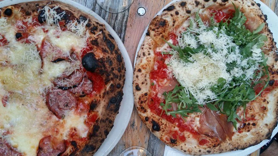 Die Qual der Wahl: So lecker sehen die neapolitanischen Pizzen bei Zola in Kreuzberg aus.