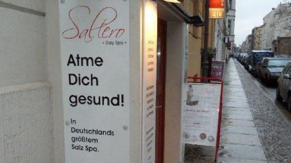 Atmen für die Gesundheit: In der Saltero Salzgrotte bestehen zwei Räume aus Salz.