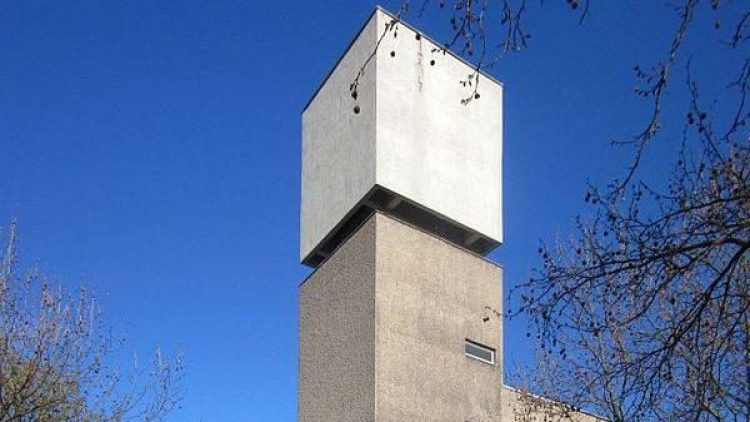 Die St. Annen Kirche in Kreuzberg wird vom Galeristen Johann König in eine Galerie umgewandelt.