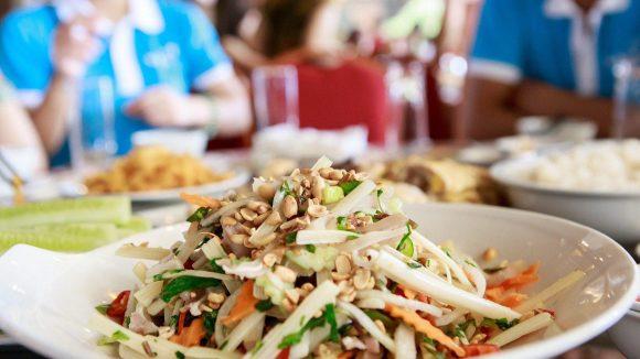 Im Chén Chè gibt es nordvietnamesische Speisen und traditionellen Tee wie Blau-Schmetterlingsblütentee mit Reismilch.