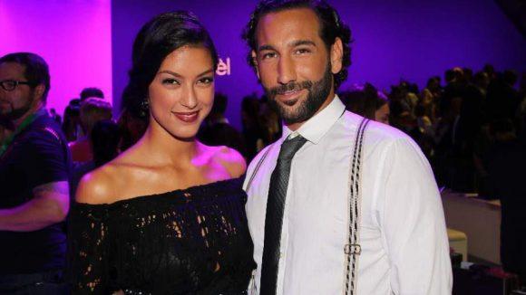Eine hohe Promi-Dichte war auch bei der Schau von Laurèl im Erika-Heß-Eisstadion zu verzeichnen. Mit dabei unter anderem: Model Rebecca Mir und ihr Freund, der Tänzer Massimo Sinato ...