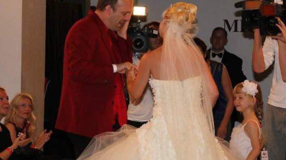 ... ihrem Mann einen echten Heiratsantrag.